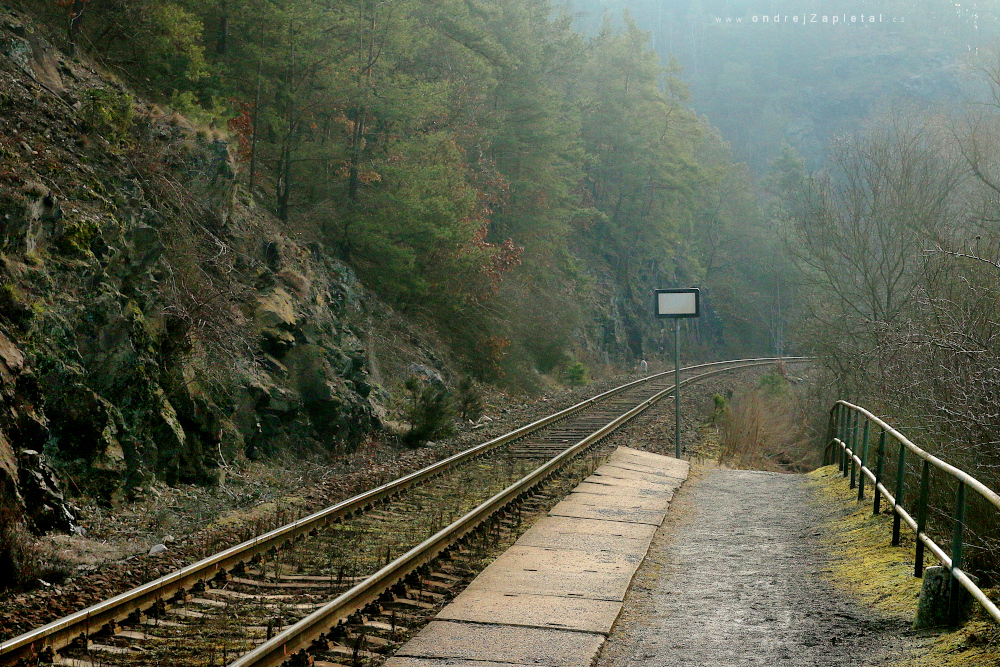 Fotografie Train Stop, na fotce: train, path, morning, rock, autor: Ondřej Zapletal